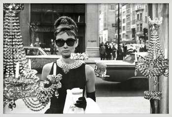 Oprawiony plakat Audrey Hepburn - window